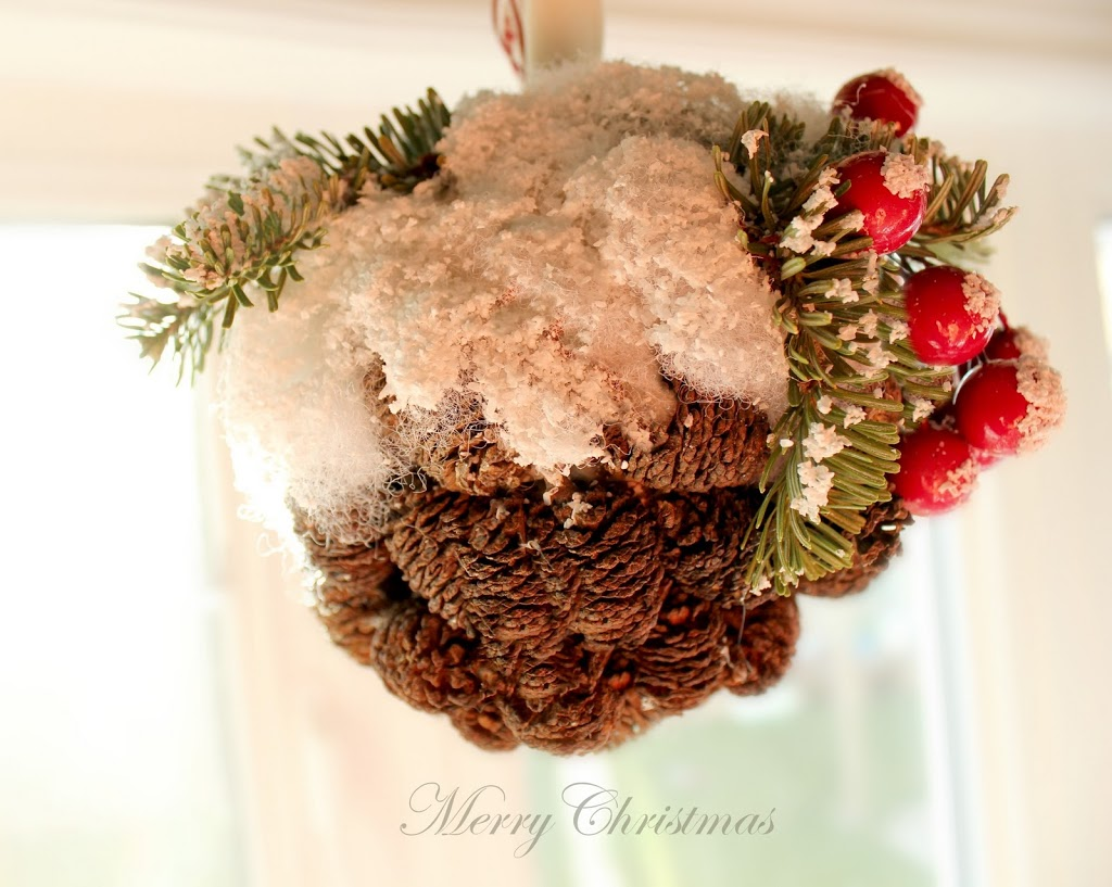 The Handmade Tree – snowy mini pine cone ornament