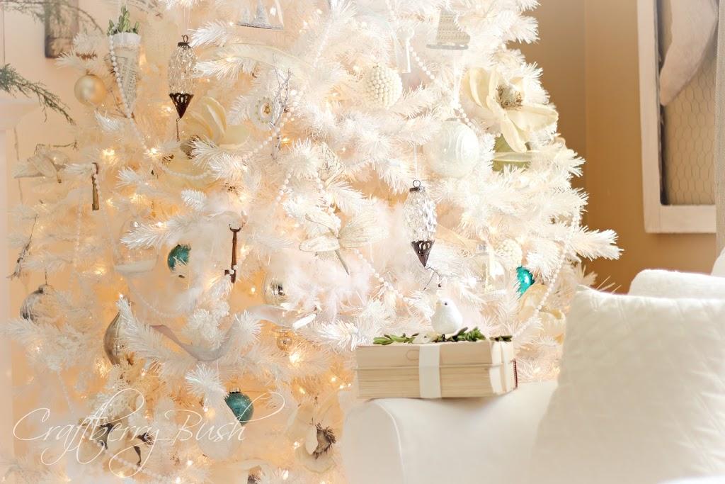 the white christmas tree - White Feather Christmas Tree