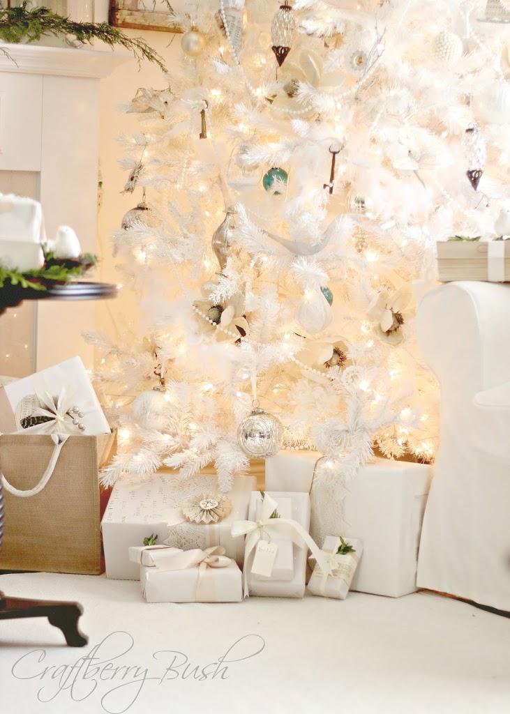 whitechristmastreepresents1