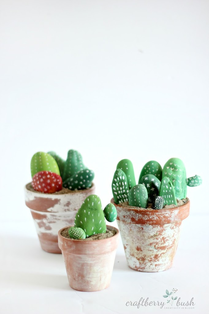 Adorable cactus made from painted rocks. Need to do this.