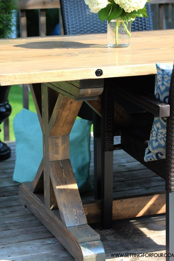 make a farmhouse table