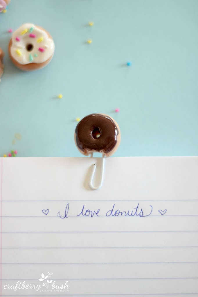 How to make an adorable polymer clay dougnut paperclip