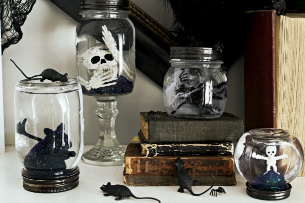 Halloween 'snow' globe from mason jars DIY
