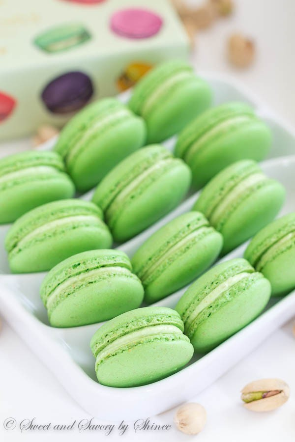 Pistachio-Macarons-1-600x900