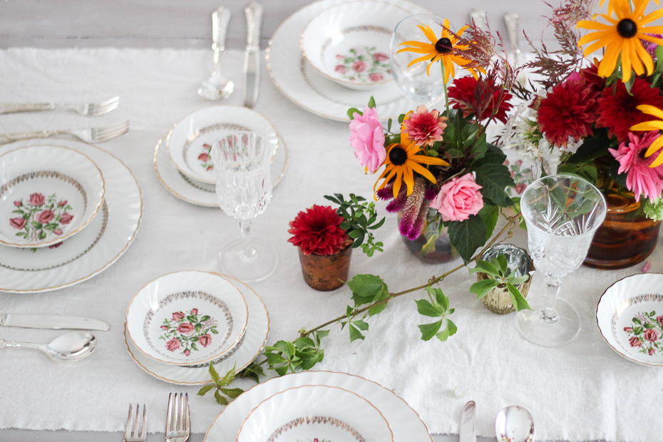 Late Summer Vintage Tablescape #thriftshopday