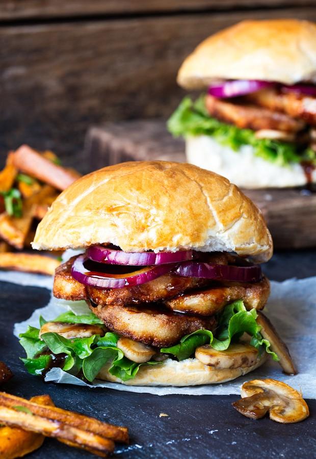 Halloumi-Burger-with-Sticky-Chilli-Sauce-tall