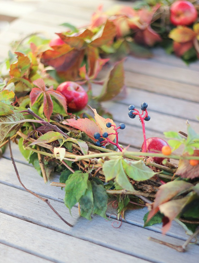 foragedwreathcraftberrybush-2