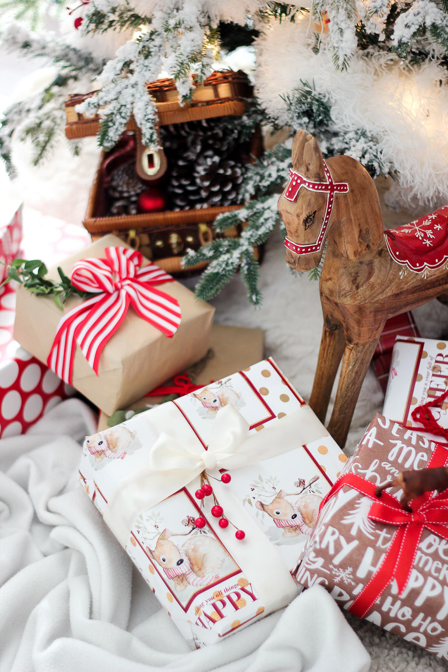 Using Wrapping Paper in your Christmas Decor and a Giveaway