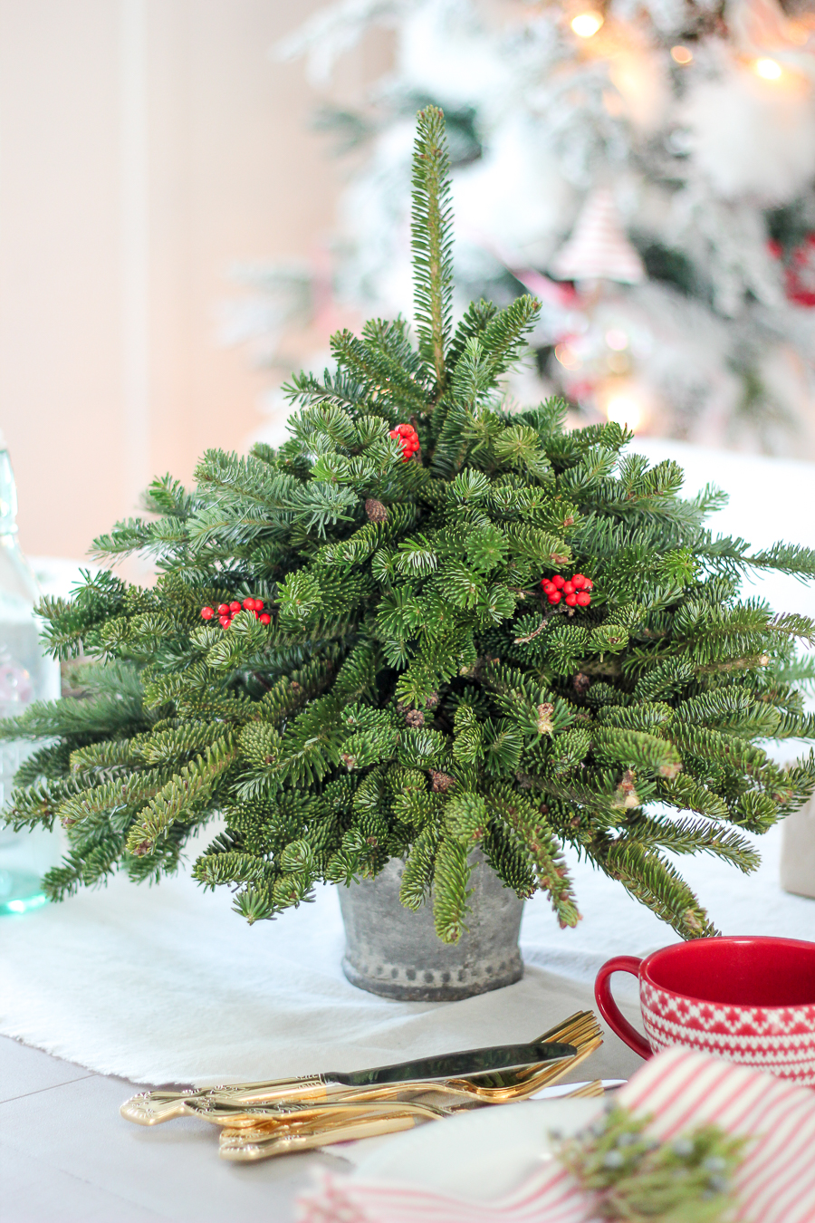 tabletop christmas tree using free clippings. Black Bedroom Furniture Sets. Home Design Ideas