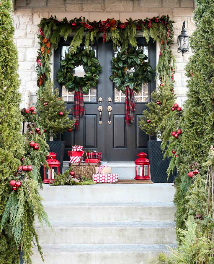 How Much To Hang A Front Door: A Garland Hack And How To Make And Hang Window Christmas Swag