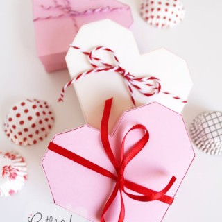 How-To-Make-An-Origami-Heart-Gift-Box-with-pretty-ribbons