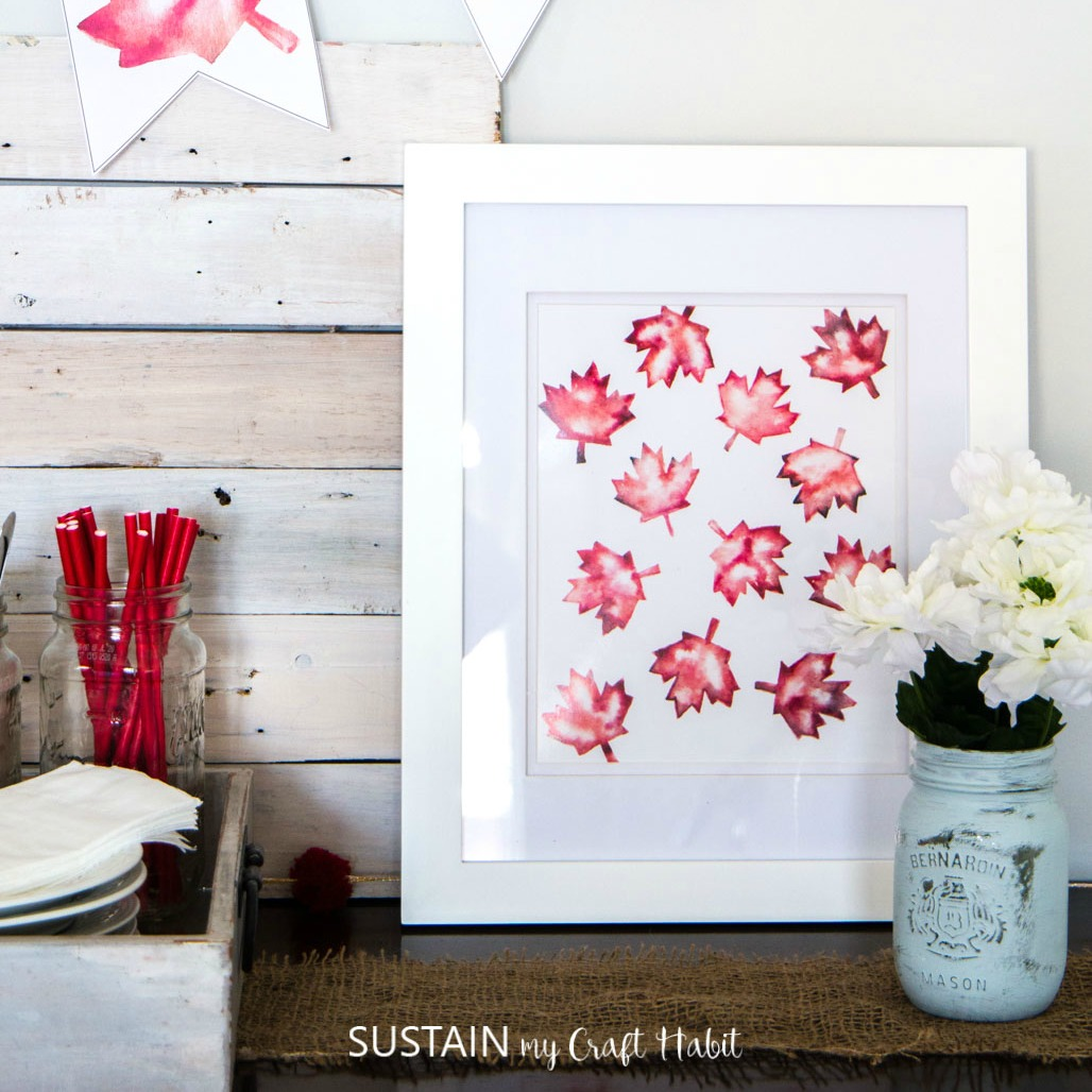 Grab+this+free+printable+O+Canada+banner+and+maple+leaf+art!+Super-easy+DIY+Canada+Day+decorating+idea-