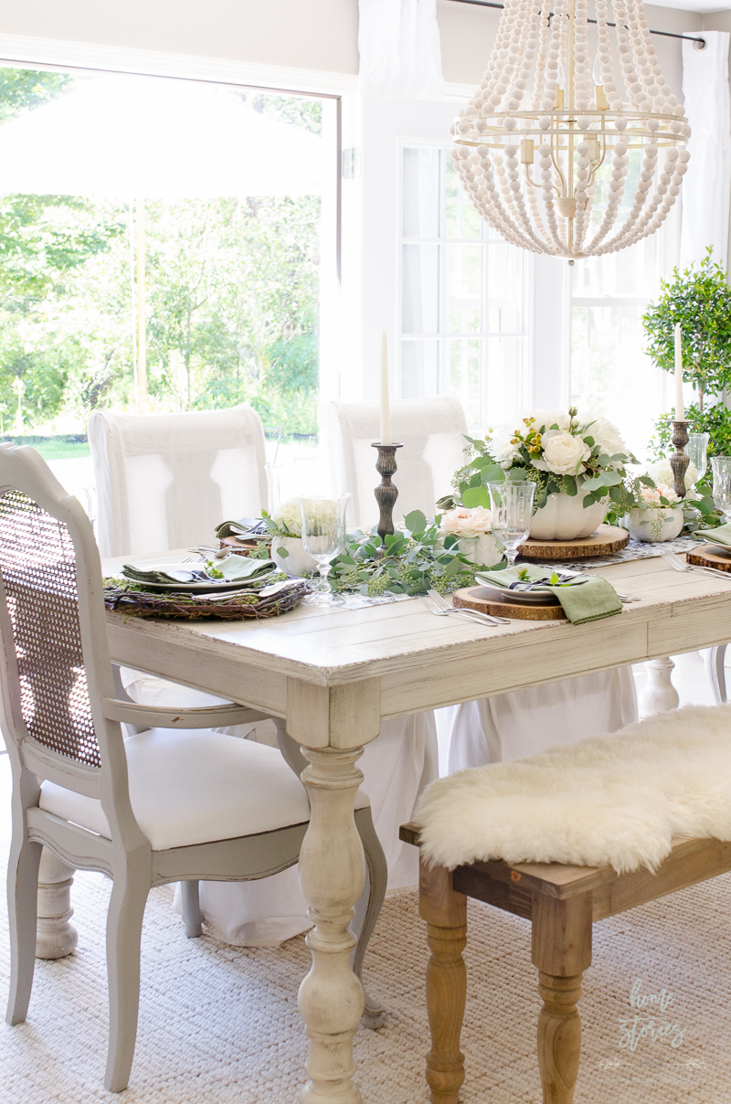 elegant-black-and-white-farmhouse-table-for-fall-12