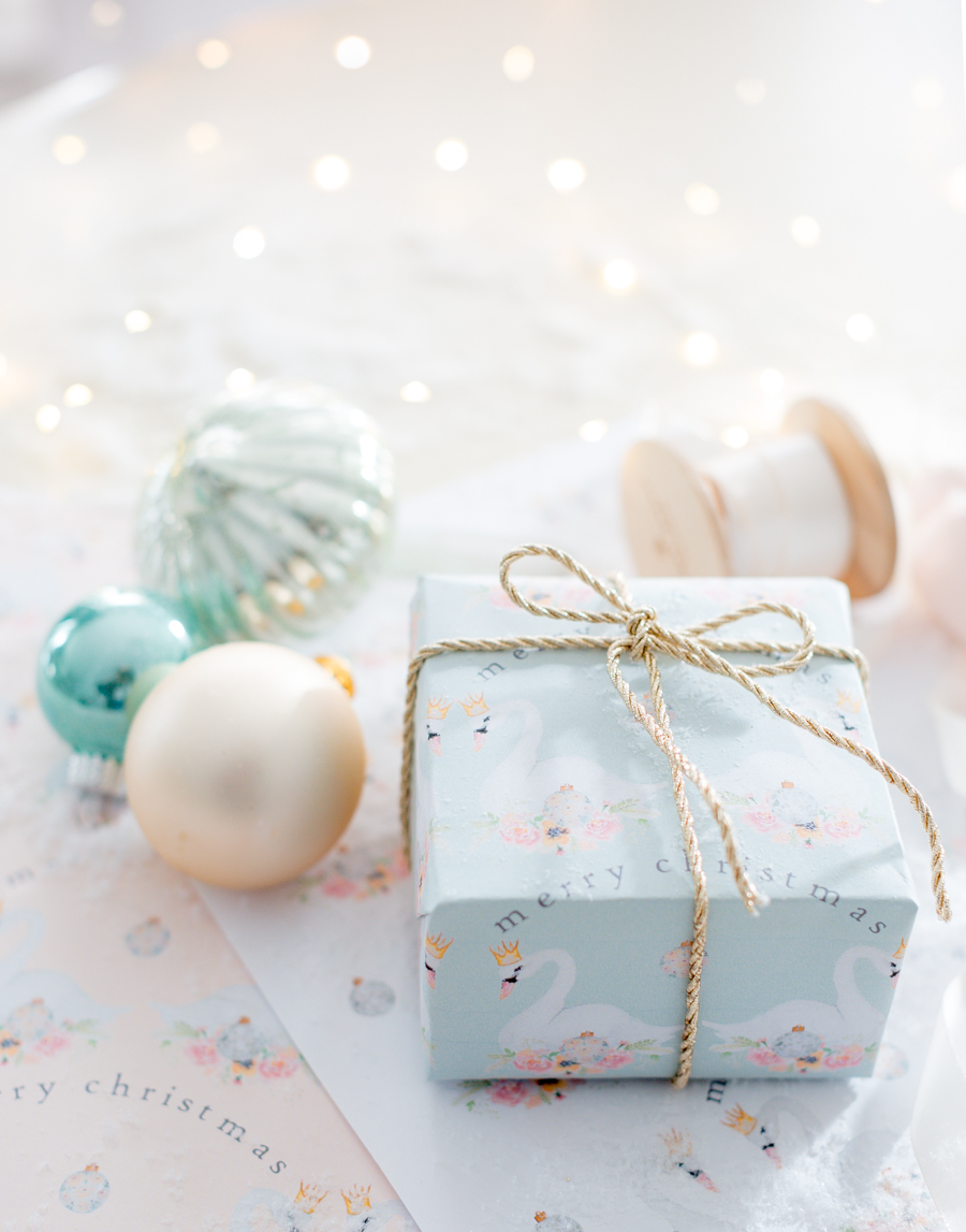 Free Christmas wrapping paper printable
