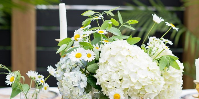 Easy Outdoor Tablescape – two ways